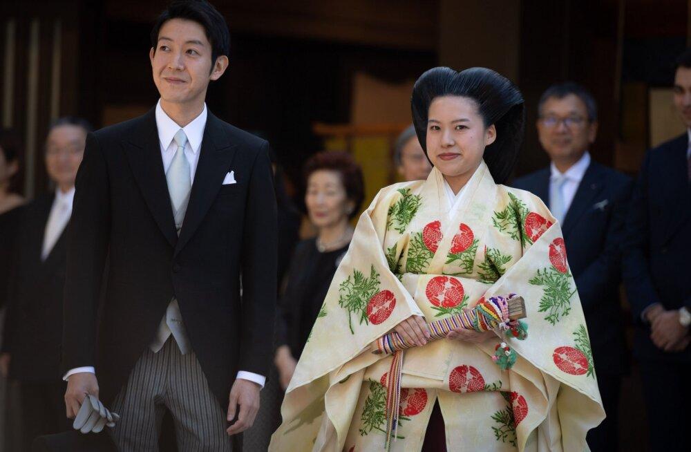 Armastus on imeline: Jaapani printsess Ayako loobub oma keiserlikust tiitlist, et abielluda tavakodanikust armsamaga