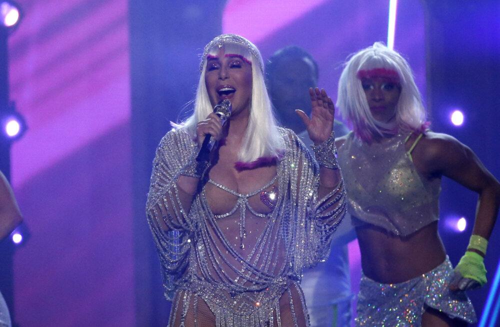 VIDEO JA FOTOD | 71-aastane Cher esineb endiselt äärmiselt paljastavates kostüümides! Mis on küll tema nooruslikkuse saladus?