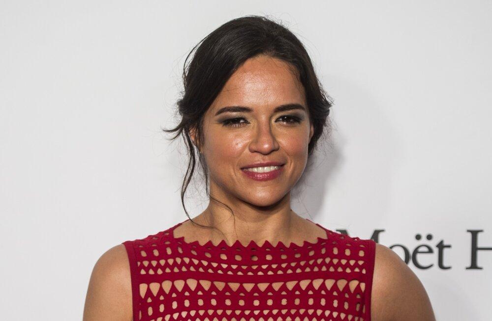 """Michelle Rodriguez ähvardab """"Kiiretest ja vihastest"""" lahkuda, kui naisrollid ei parane"""