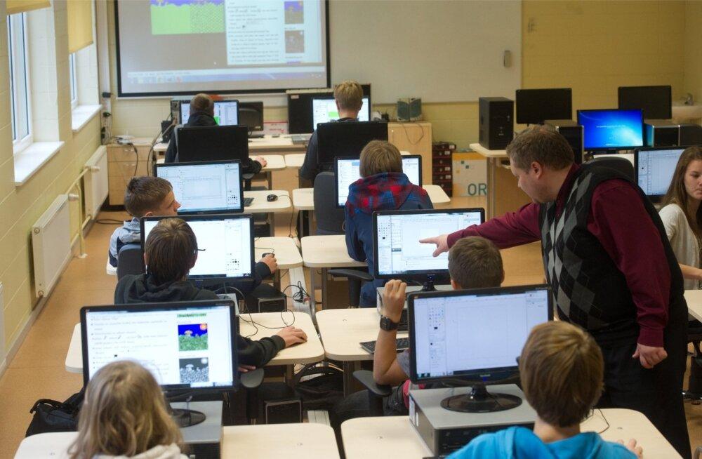 Riik aitab koolide digitaristud ja digioskuste õpetamise uuele tasemele viia