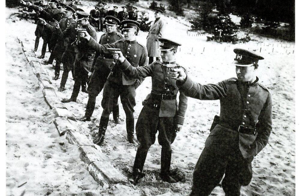 KATKEND RAAMATUST | Tallinn Teises maailmasõjas. Miilitsa ja politsei ringmäng