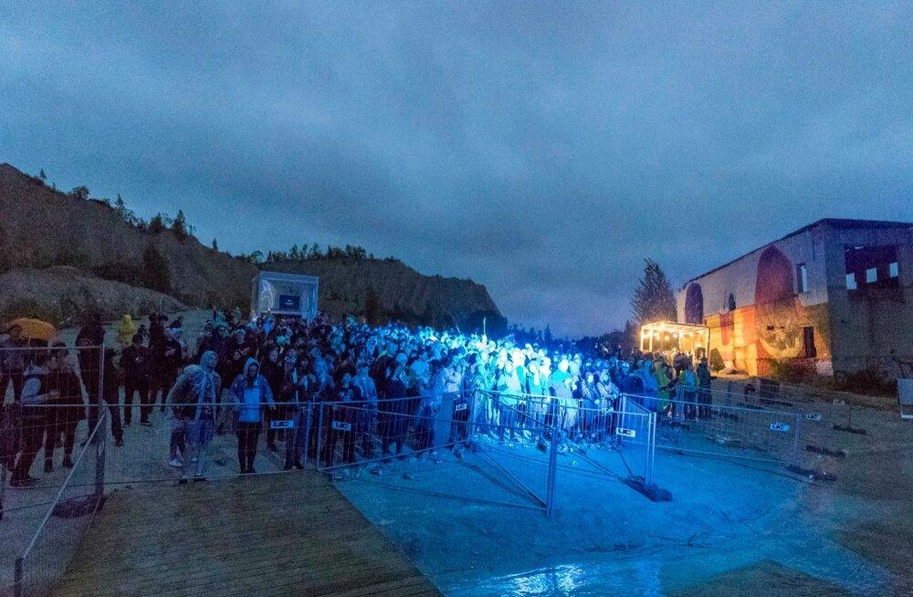 Into the Valley korraldajad tõmbasid järgmisesse aastasse planeeritud festivalile kriipsu peale: Põhjuseks mitmed finantsraskused, seal hulgas EASilt saamata jäänud toetus