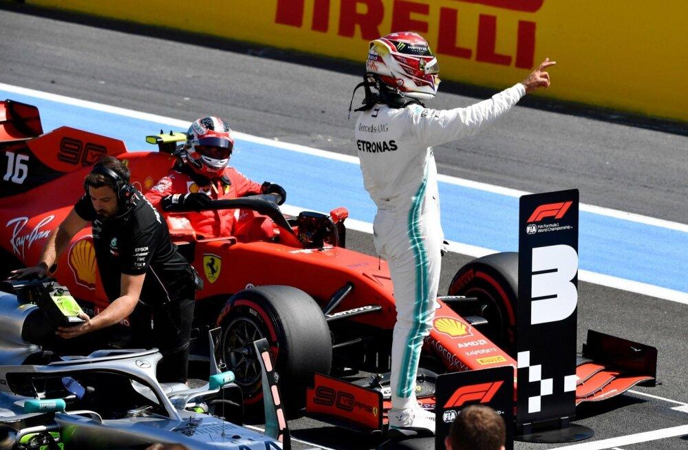 Lewis Hamilton on taas parimal stardikohal.