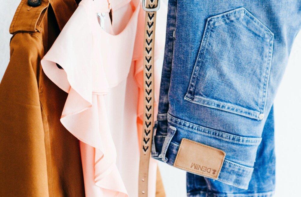 Kui tihti peaks teksapükse pesema? Aga triiksärki? Teeme selgeks, kui kaua võib erinevaid riideid enne pesemist kanda
