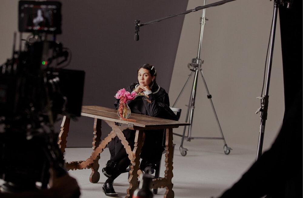 H&M выпустит совместную коллекцию с ирландским дизайнером Симон Роша. Она поступит в продажу весной