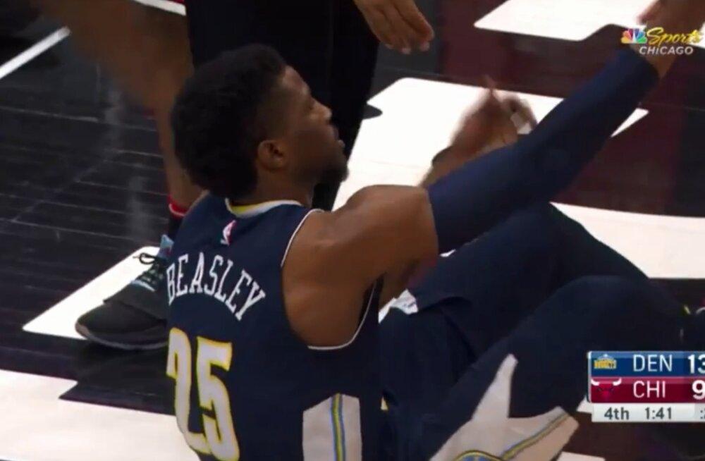 VIDEO | Aasta kõige haledam pallikaotus? Ähmi täis läinud NBA mängija unustas, kuidas püsti püsida