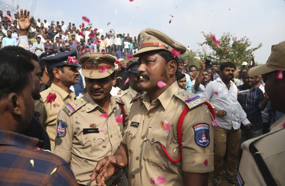 India politsei lasi kuriteo taaslavastamise ajal maha neli grupivägistamise kahtlusalust