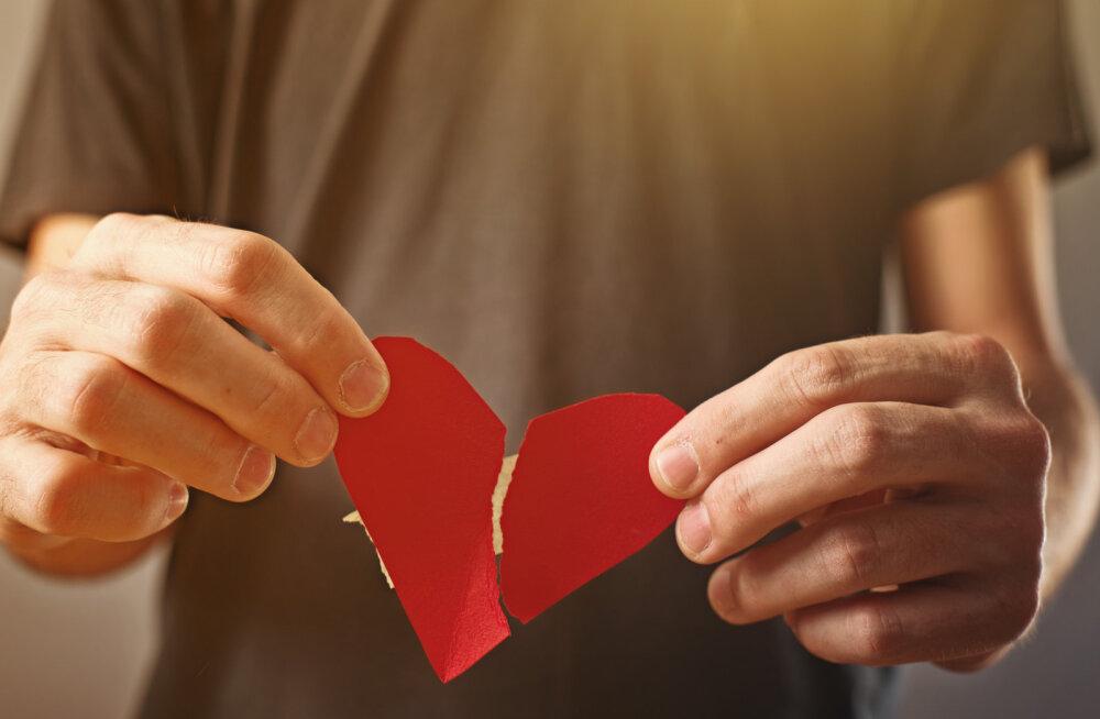 Pingutad oma suhte nimel, aga asjatult? Märgid, et sinu kallim tegelikult ei armasta sind