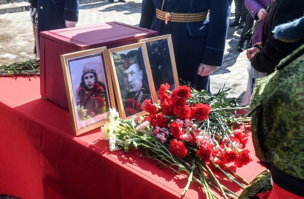 ФОТО: В Нарве прошла церемония передачи останков советских летчиков в Санкт-Петербург
