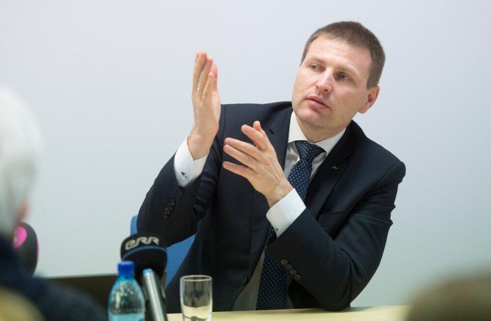 Siseminister Hanno Pevkur ja Politsei- ja Piirivalveameti peadirektor Elmar Vaher pressikonverentsil