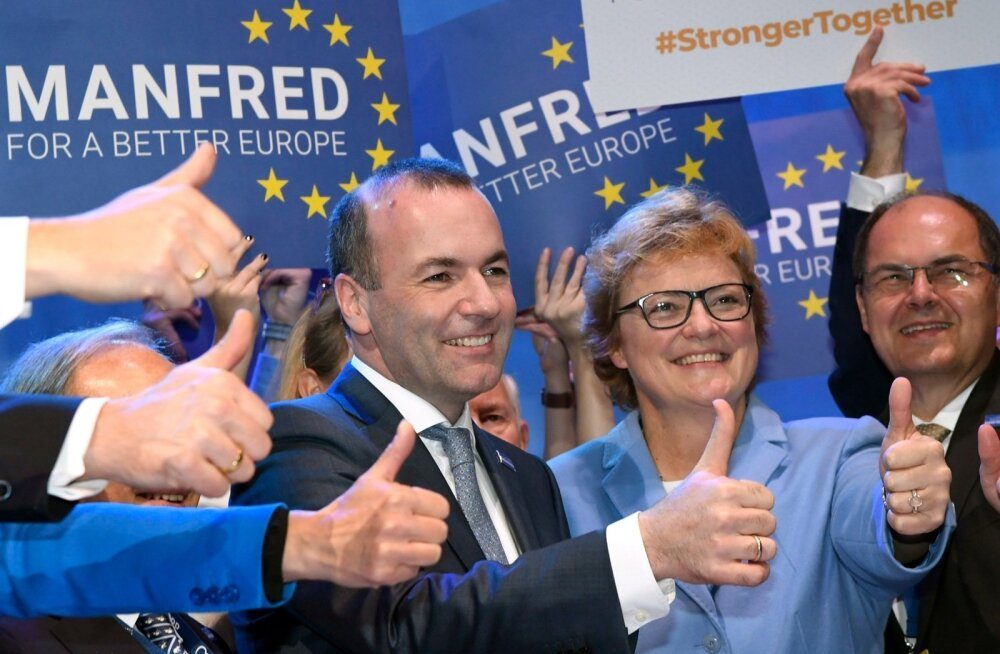 Võidukas Manfred Weber tähistas oma eilset võitu Helsingis toetajate keskel.