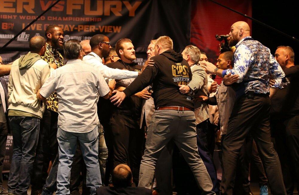 VIDEO | Wilderi ja Fury pressikonverents jäi pooleli. Mehed olid valmis kaklema, aga turvamehed tulid vahele