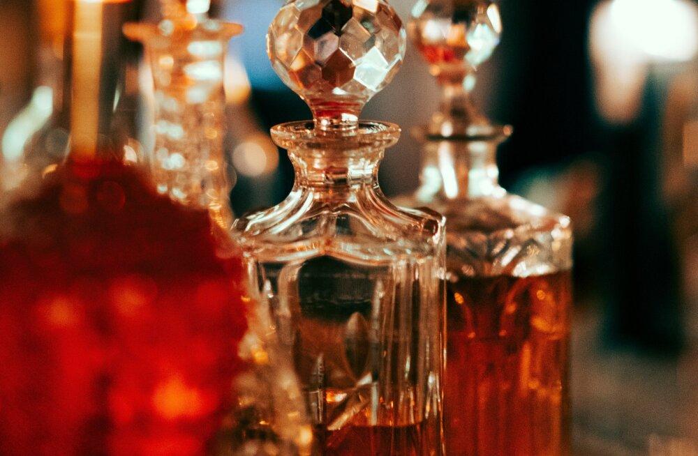 KUULA | Kõik parfüümidest: miks mõni parfüüm püsib peal paremini kui teine ja kuhu ei maksaks lõhna lasta?