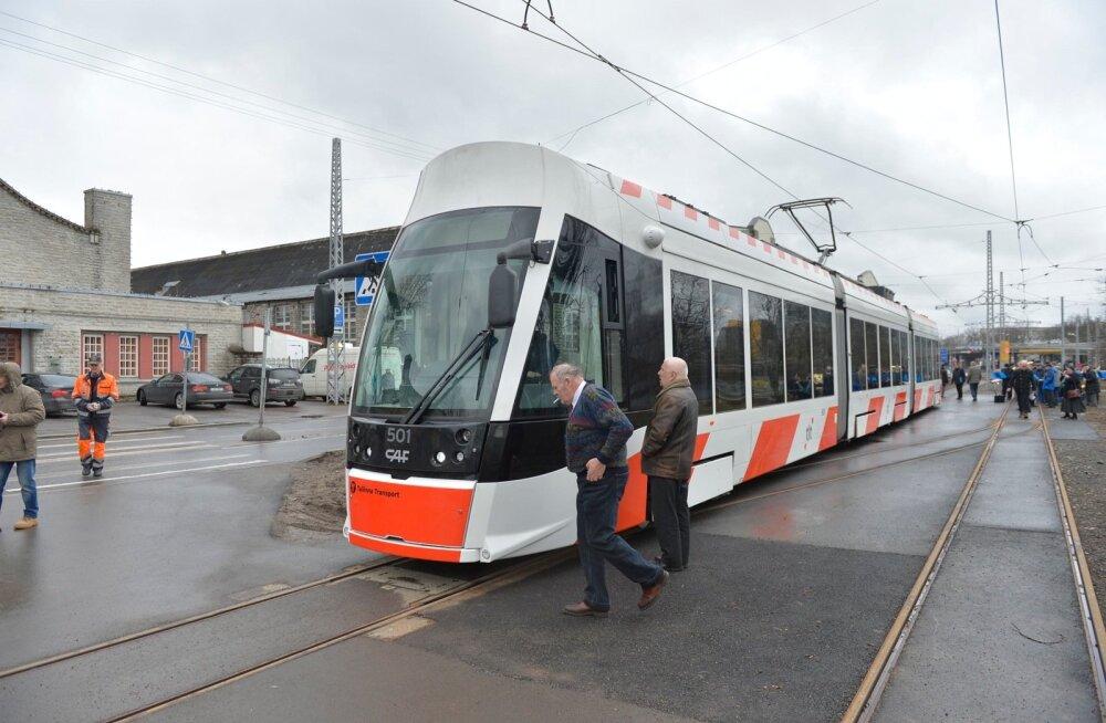 DELFI FOTOD ja VIDEO: Tallinnas alustas täna liinil nr 3 sõitu uhiuus tramm
