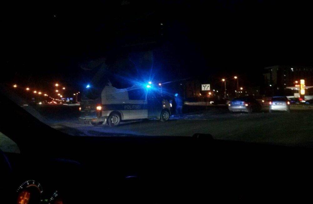 ФОТО: Авария сильно нарушила движение у тартуского Lõunakeskus