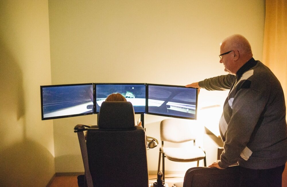 Mobiilsel pimeda sõidu imitaatoril on võimalik kogeda, kuidas kõrvalised tegevused sõidukijuhi tähelepanu hajutavad.