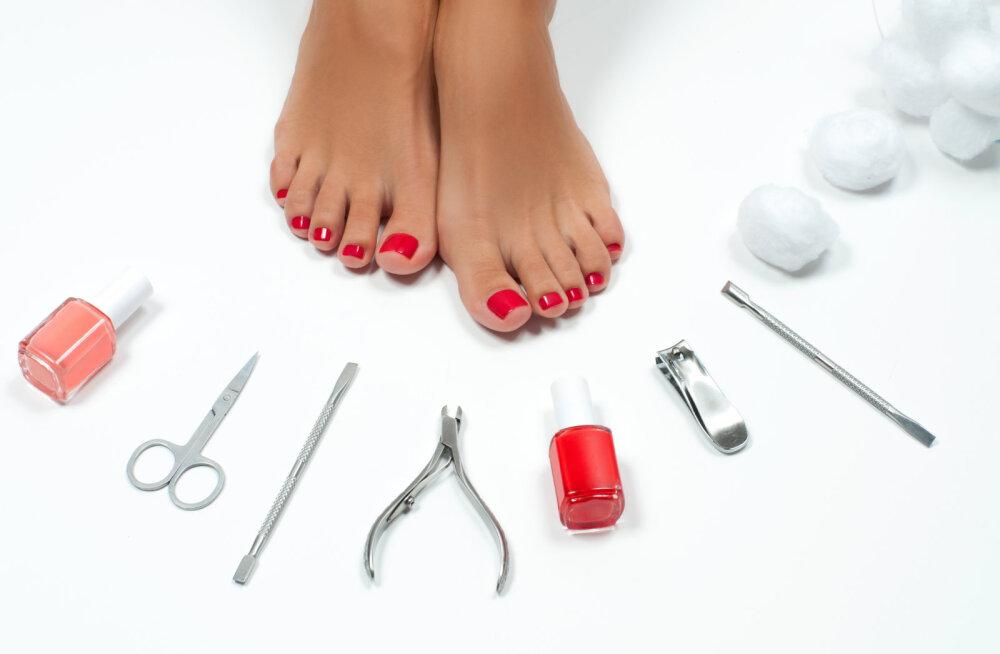 Jalad suvevalmis — kuidas jalgade eest hoolitseda ja milliseid tooteid kasutada?
