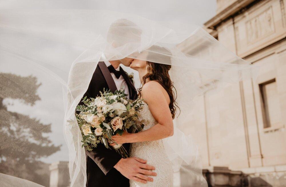 """Специалист по домашнему насилию в Эстонии: """"На свадьбу молодой паре нужно дарить не деньги, а тренинг по отношениям в паре"""""""