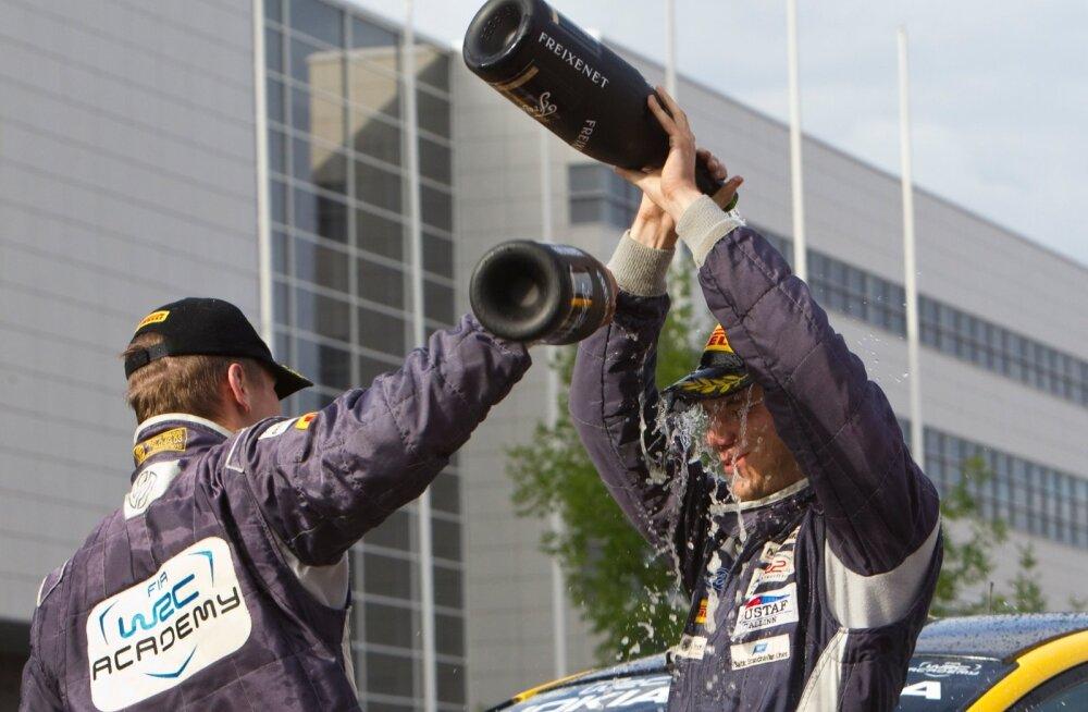Egon Kaur lõpetas WRC akadeemia tšempionaadi sama punktisummaga teisena Craig Breeni järel. Breen on Citroëni tehasetiimi sõitja.