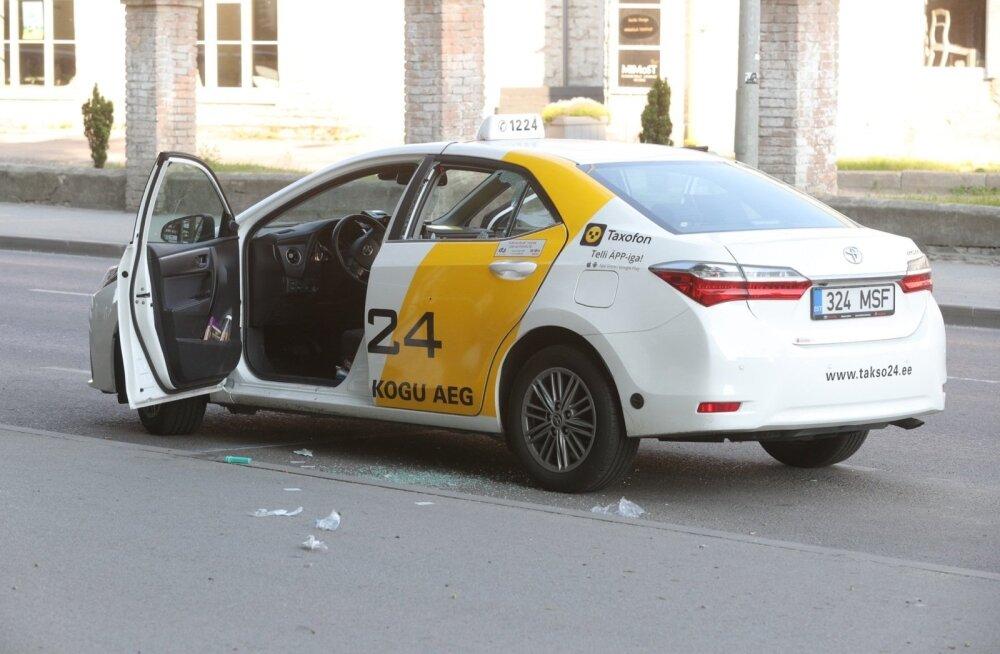 Представитель Takso 24: в наших такси есть тревожные кнопки, при помощи которых можно вызвать подмогу