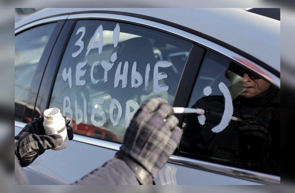 """Сотни машин выехали на акцию """"За честные выборы"""" в Москве"""