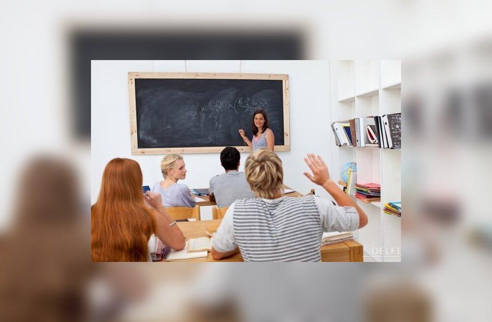 Ministeerium: õpetajate keskmine palk oli jaanuaris 913 euro asemel 819 eurot