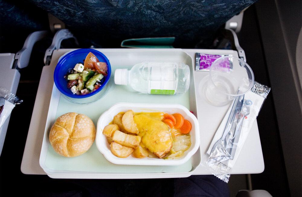 Четыре самых опасных продукта в питании на борту самолета