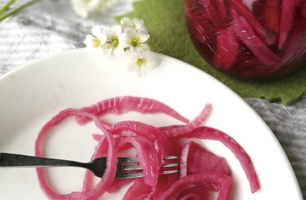 RETSEPT | Marineeritud punane sibul, mida on imelihtne valmistada