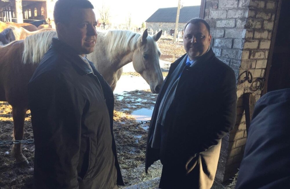 Peaminister Jüri Ratas ja rahandusminister Sven Sester nautisid möödunud pühapäeval hobuste seltskonda.