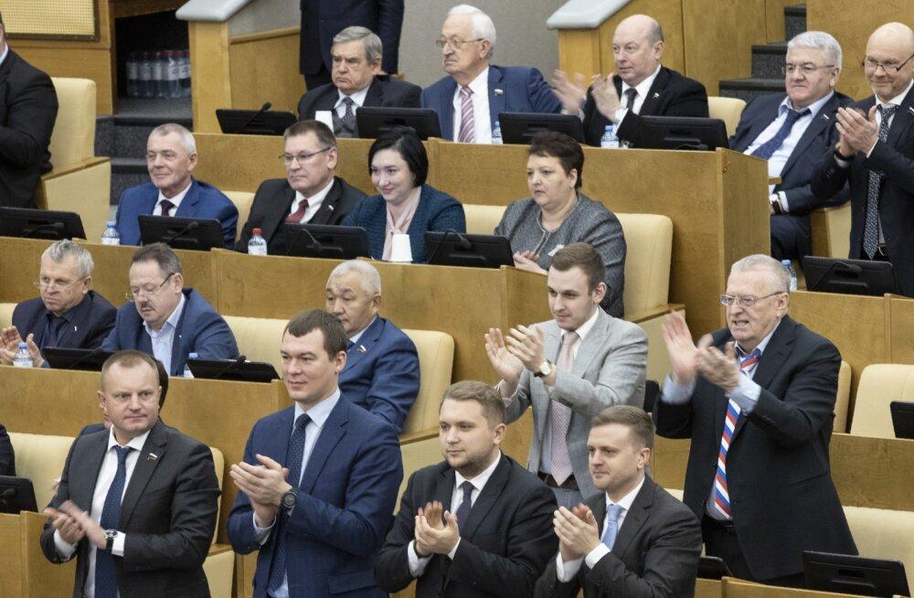 Vene riigiduuma kiitis Putini põhiseaduse parandused esimesel lugemisel ühehäälselt heaks