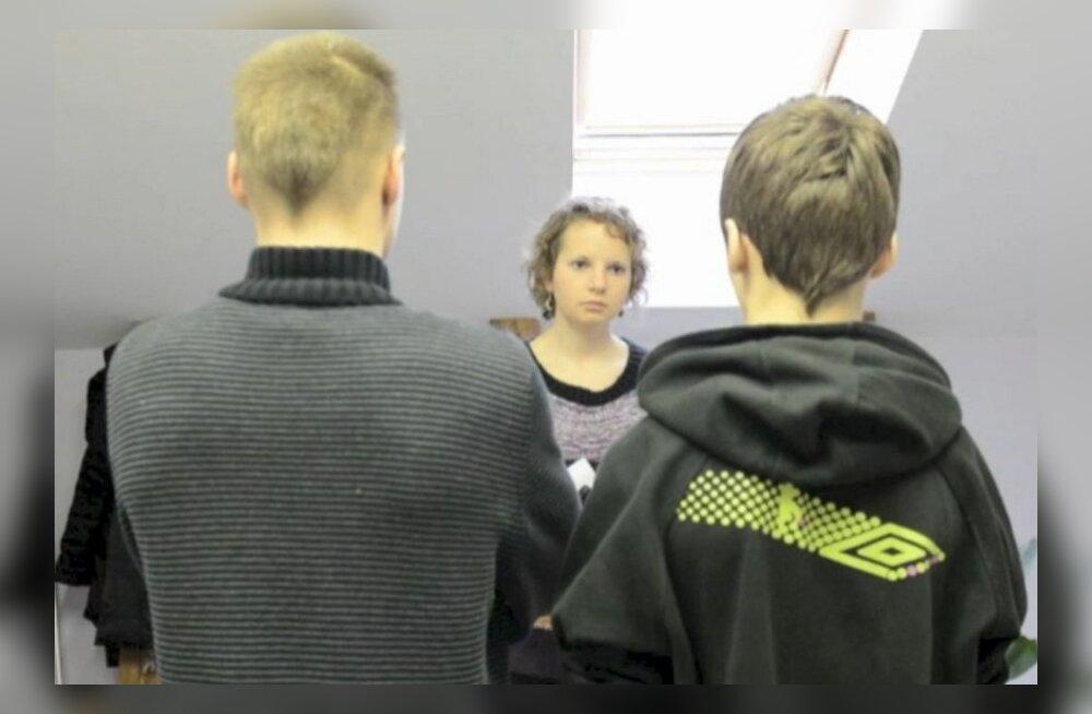 DELFI VIDEO: Õpetajat kiusanud poisid palusid avalikult vabandust