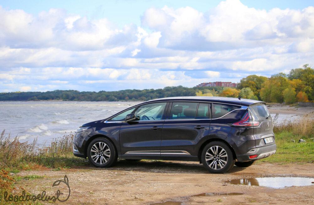Renault Espace pooles tosinas pildis: küsimus, miks see on just krossover, jääb