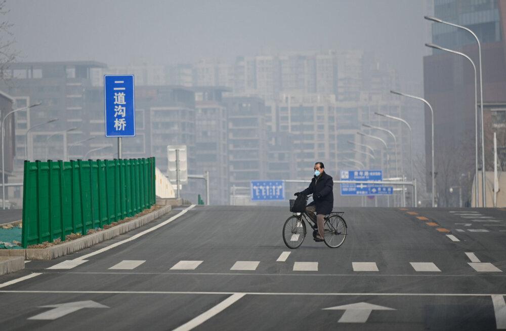 ВИДЕО | Огромный город пуст: вирус загнал всех в дома. Гонконг объявил принудительный карантин