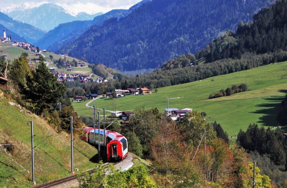 PÜHAPÄEVAÕHTUNE VÄLJAKUTSE | Vaata, kuidas üks tõeliselt pikk rong sinust mööda kihutab: kas oled võimeline vagunid kokku lugema?