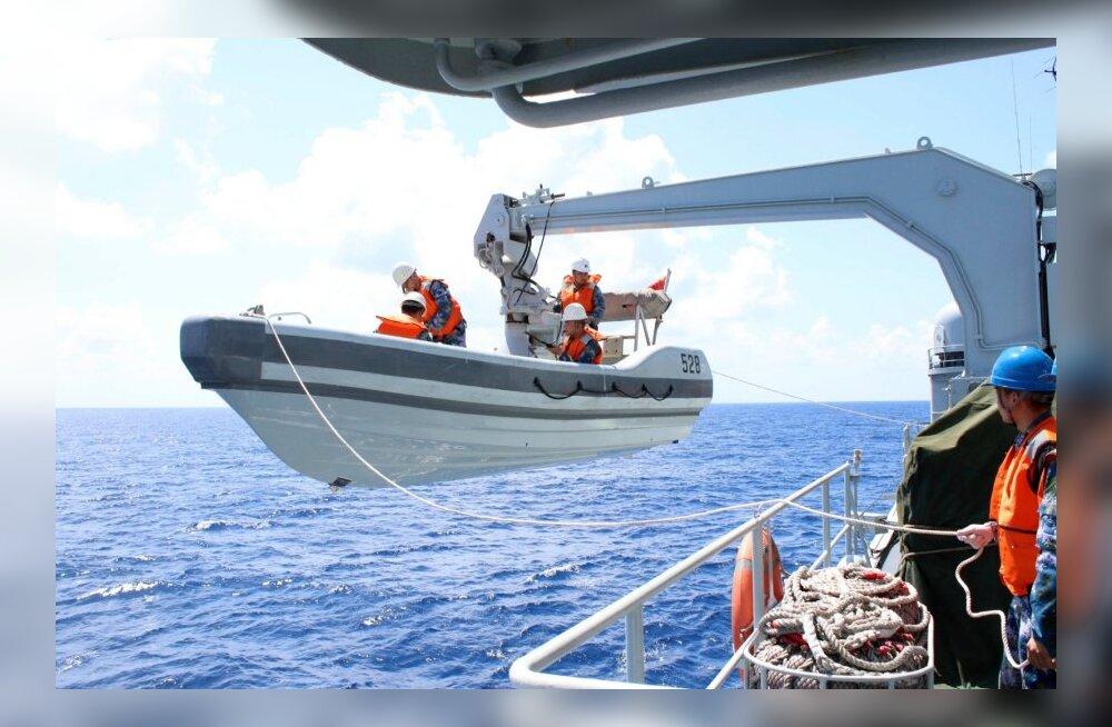 Allikas: Malaisia sõjavägi leidis kadunud lennuki Malaka väinast
