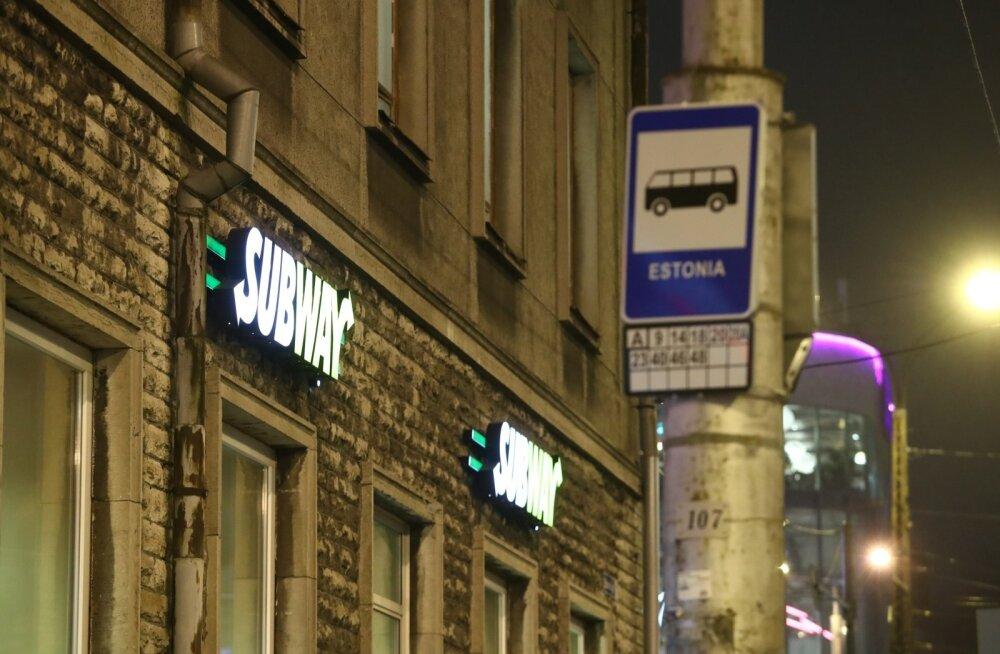 Eelmise aasta lõpul laamendasid noortekambad mitu korda Tallinnas Estonia bussipeatuse juures asuvas Subway võileivaeinelas.