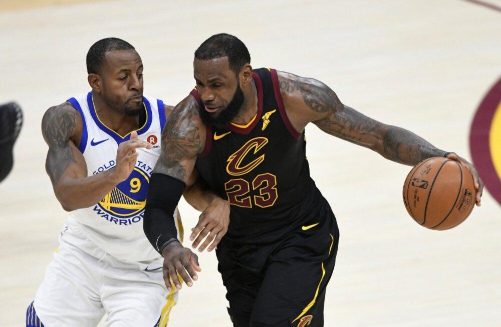 ESPN: suvel vabaagendiks saav LeBron James on nõus kaaluma ka Warriorsiga liitumist