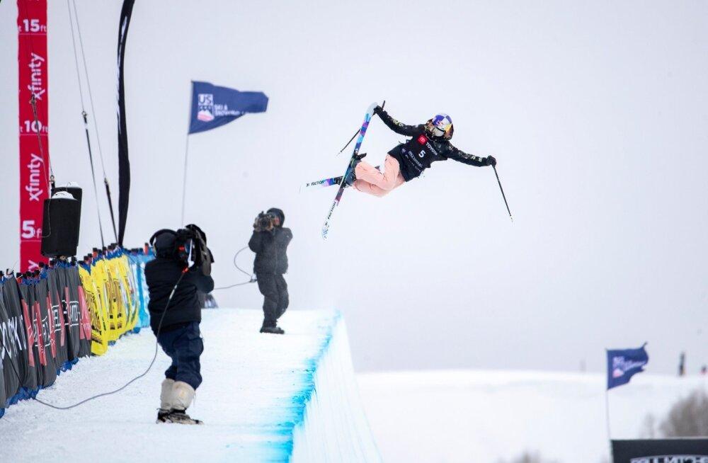 Kelly Sildaru on nii pargisõidus kui ka rennisõidus kahekordne juunioride maailmameister ehk kokku on tal tiitleid neli. Kläppenis jahib ta lisa pargisõidus ning Big Airi hüpetes.