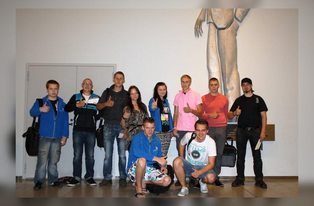 Vasakult seisavad Rauno Mändsalu, Oliver Haav, Taavi Kõiv, Moonika Tohvri, Elsa Pärna, Taimo Avloi, Rain Toming ja Marko Aus  Vasakult kükitavad Madis Männik ja Kevin-Gregori Kubjas.
