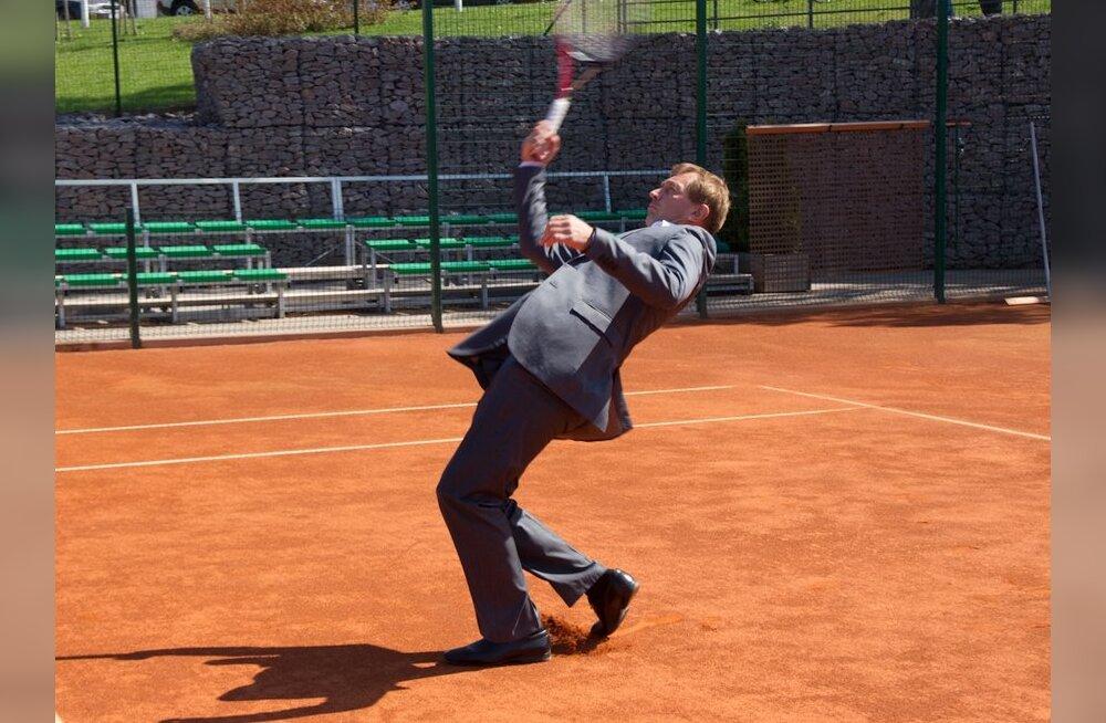 FOTOD: Tenniseliidu president Urmas Sõõrumaa proovis väljakul kätt