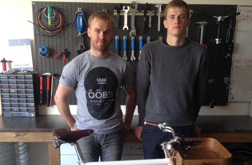 Aruküla noormeeste valmistatud elektriabimootoriga Ööbiku jalgrattaid sõidab tänavatel kümmekond