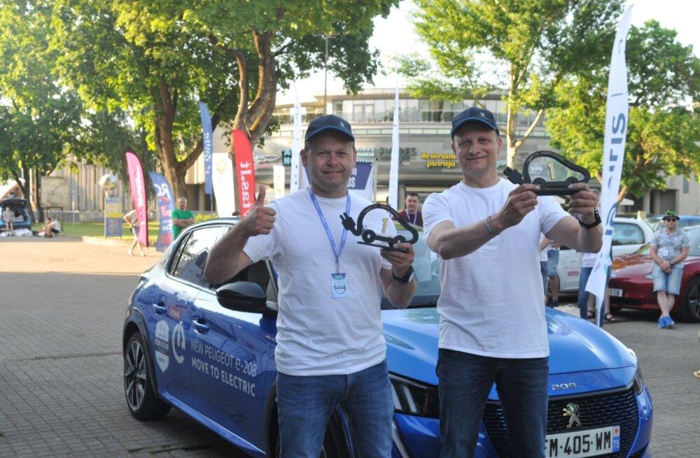 """Nad tegid seda jälle: """"pöörased leedulased"""" võitsid e-autode võidusõidu"""