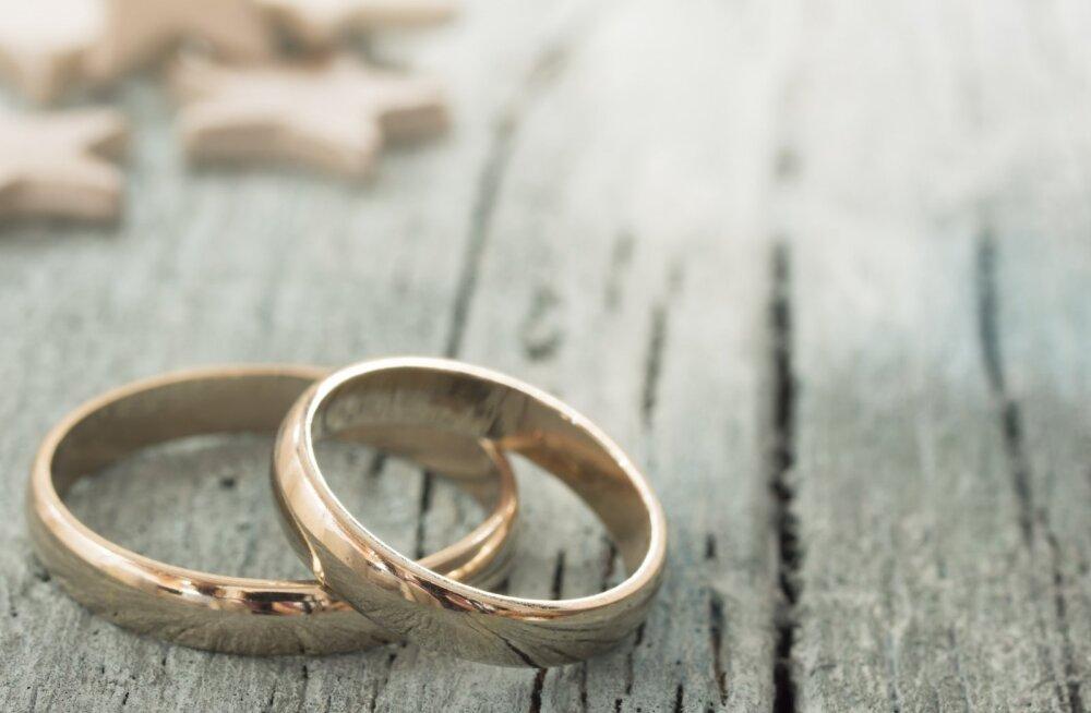 Turu-Uuringute värske küsitlus kinnitas, et Eesti elanikud on kindlalt samasooliste abielu vastu. Küll näitas mullu avaldatud uuring, et näiteks kooseluseadusel oli esmakordselt pooldajaid rohkem kui vastaseid.