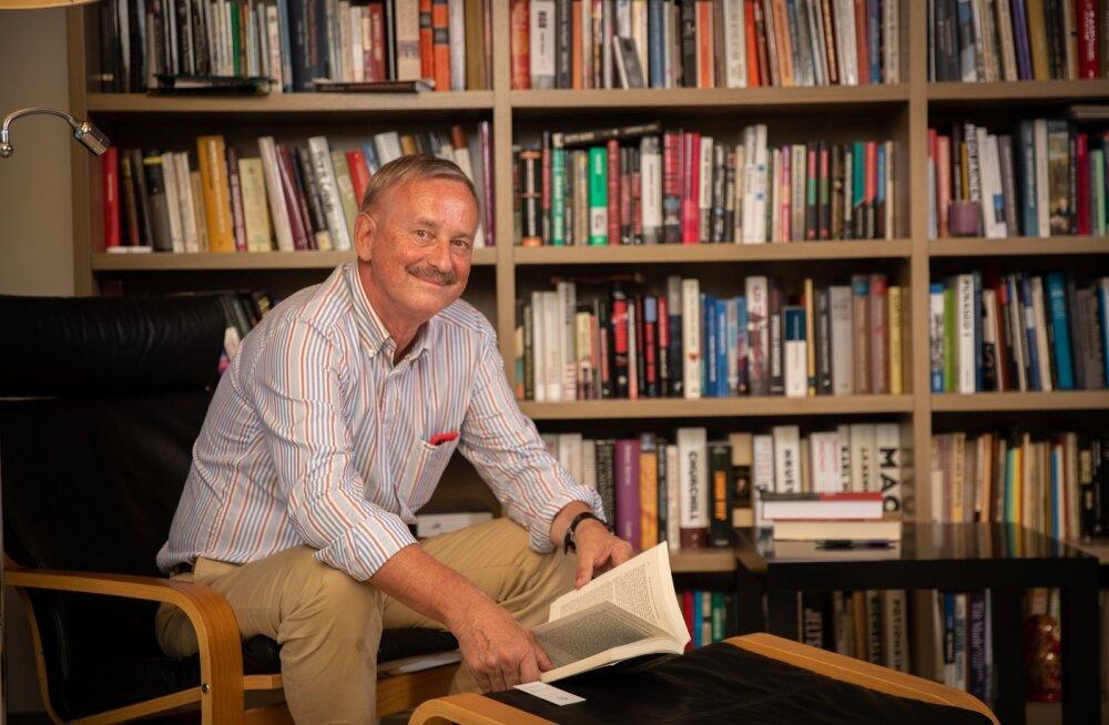 """Ilukirjandust loeb Siim Kallas raudselt eesti keeles. """"Kunagi poosetasin kõvasti sellega, et lugesin venekeelset luulet."""""""