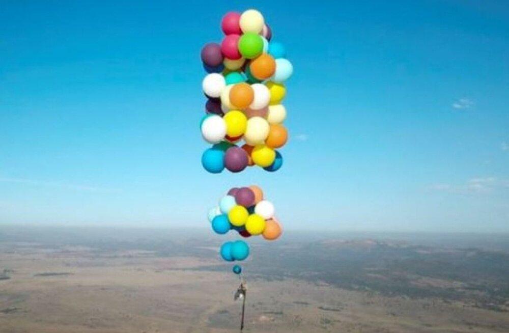 Любитель приключений пролетел над Южной Африкой 25 км на сотне воздушных шаров