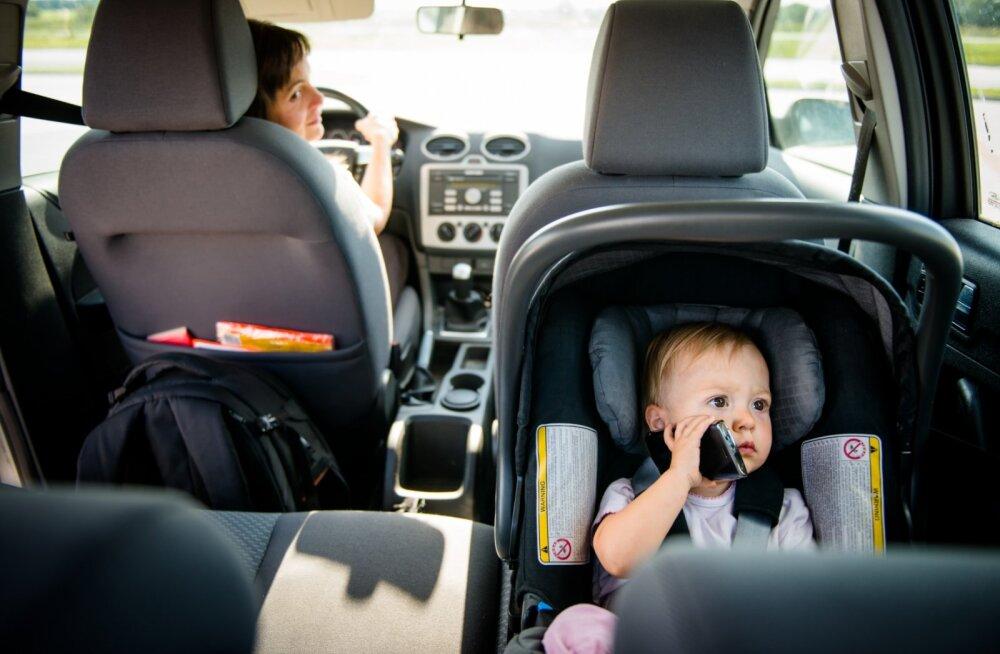 Lapsega liiklusavariisse sattunud ema: rooli taga on kõige ohtlikumad keskealised kompleksides mehed