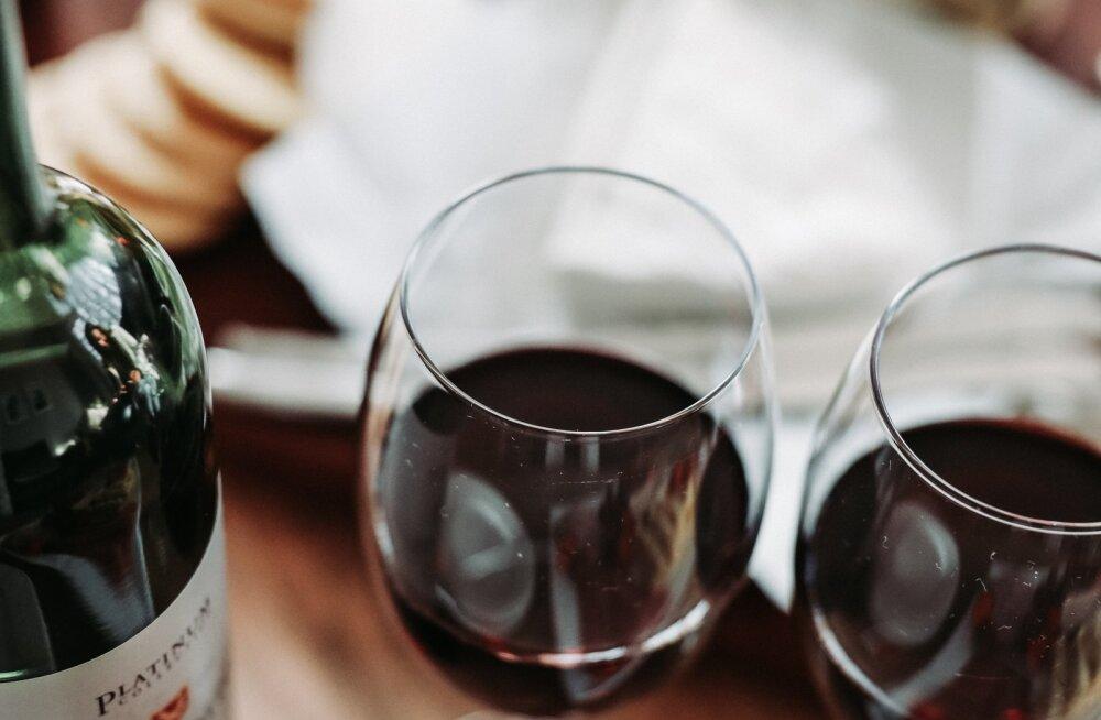 Kui õhtused veinitamised on täiesti ülekäte läinud, siis need on viisid, kuidas tasa ja targu loobuda