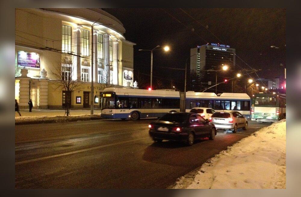 FOTOD ja VIDEO: Troll blokeeris tipptunnil pealinna liikluse