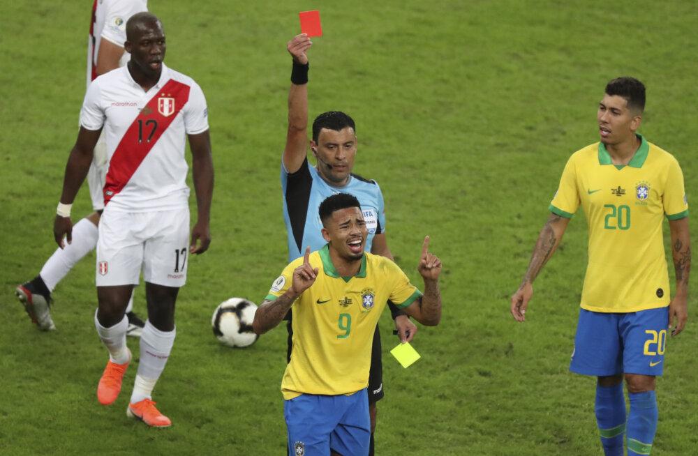 Brasiilia jalgpallikoondise ründetäht sai Copa America finaalis laamendamise eest võistluskeelu
