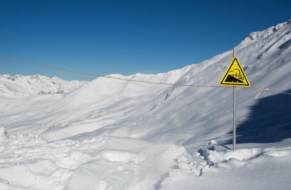 Prantsusmaal hoiatatakse suusatajaid juba hulga inimelusid nõudnud laviinide eest